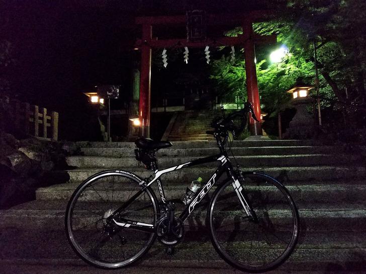 ロードバイクと神社