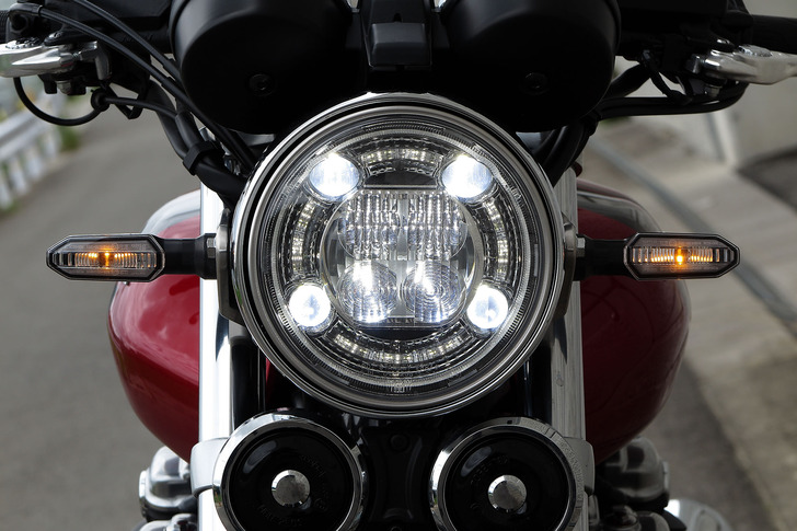 CB1100RSのLEDヘッドライト