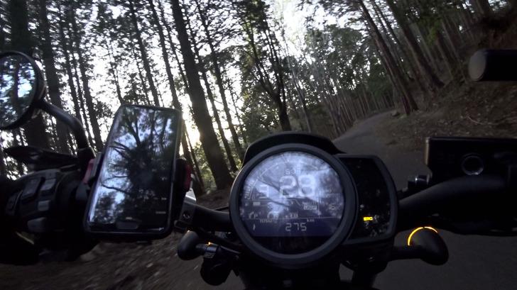 REBEL1100DCTと林道